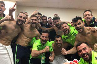 jugadores levante futbol playa celebran victoria mundialito de clubes