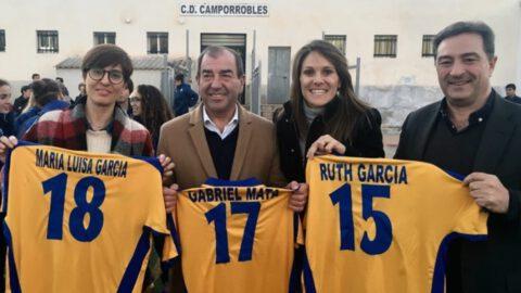 Ruth García junto con el alcalde y presidenta de Camporrobles y el presidente de la FFCV