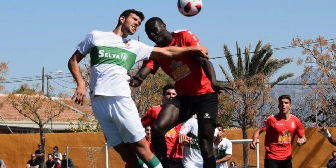 Foto de una ocasión de gol del partido entre el Jove y el Elche Ilicitano