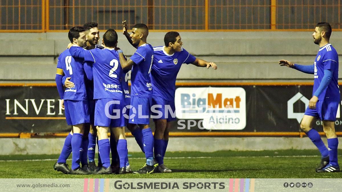 Jugadores del Monte-Sión celebrando un gol