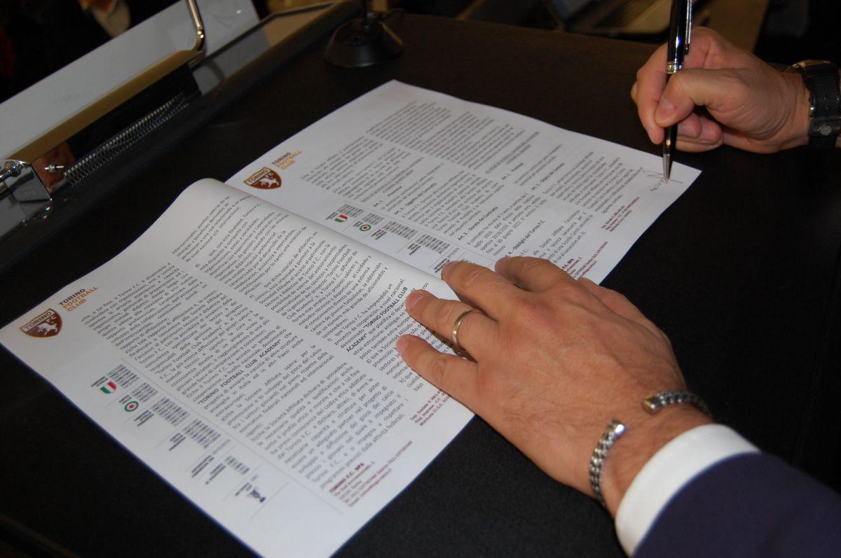 Firma del acuerdo CFI Alicante-Torino