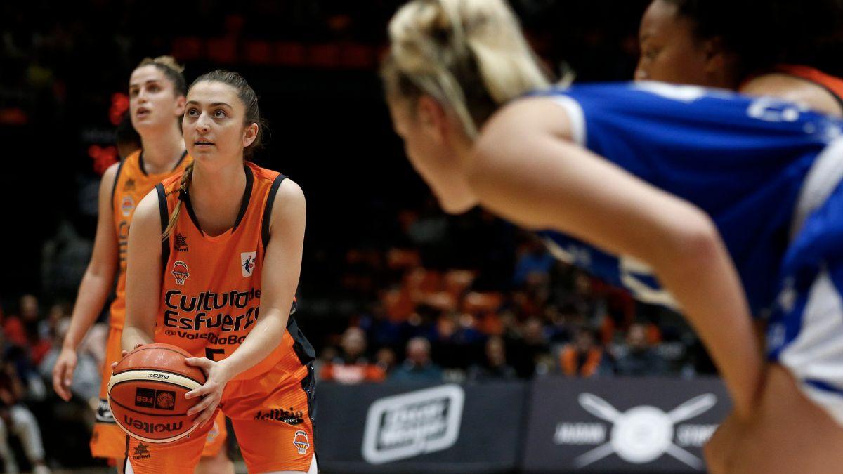 Lorena Segura en el Valencia Basket - Baxi Ferrol