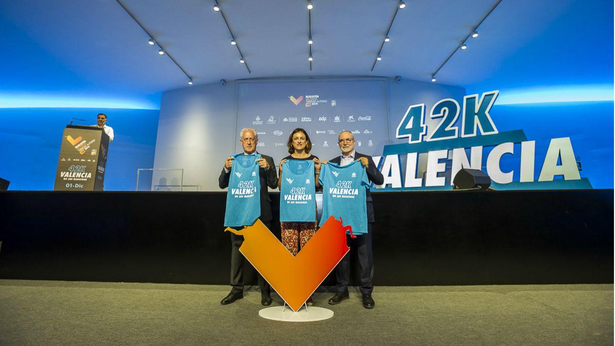 Presentación camisetas Maratón Valencia 2019 autoridades