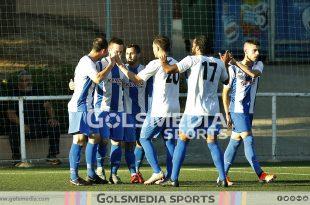 Recambios Colón celebra un gol