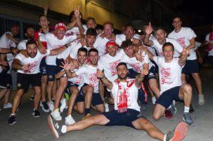 Jugadores Beniganim celebra el ascenso a Tercera