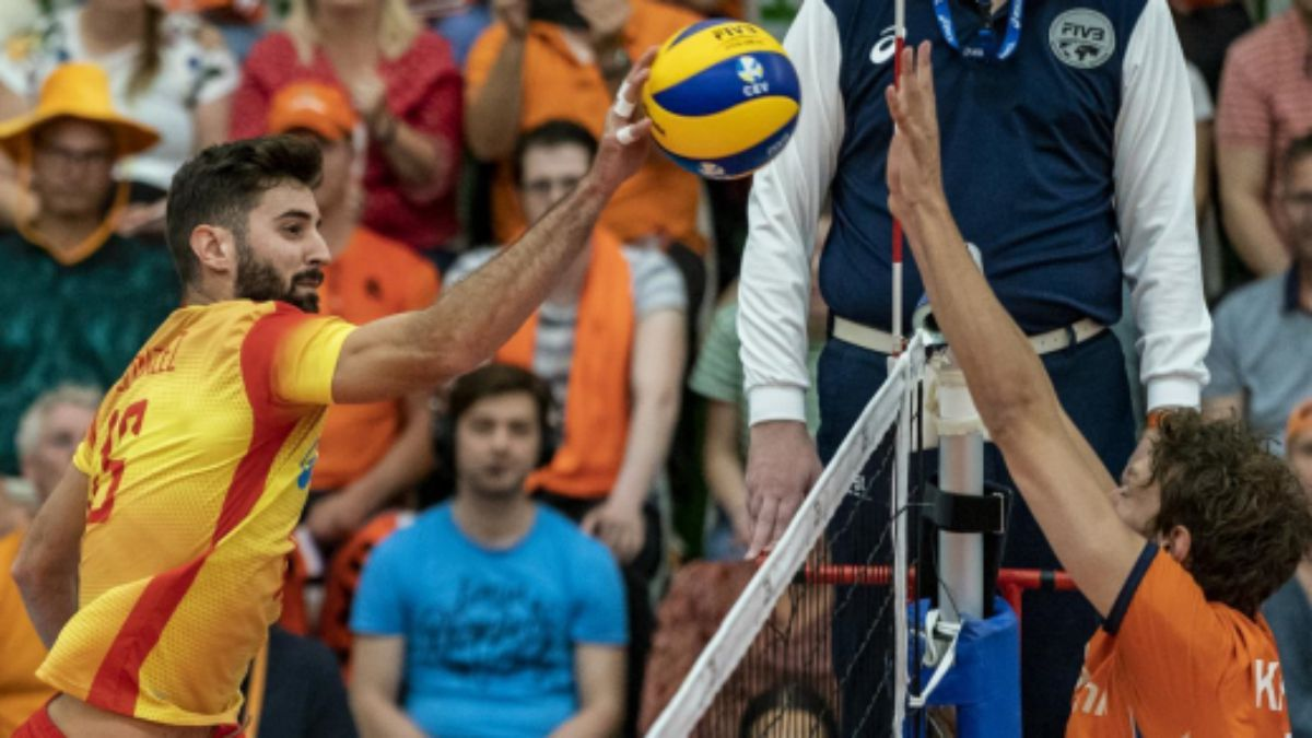 La selección masculina jugando contra Holanda