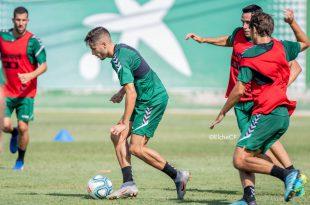 Los jugadores franjiverdes, en el entrenamiento