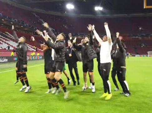 Valencia CF jugadores celebran victoria Ajax