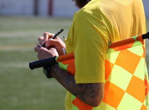 Tarjeta amarilla arbitro