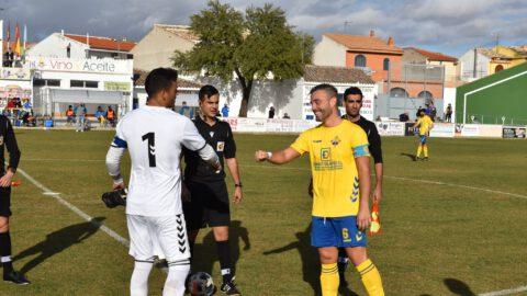 Instantes previos a la disputa del Trofeo Rosa del Azafrán. CF La Solana