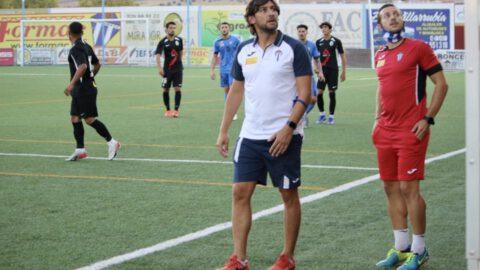Javi Sánchez, entrenador del Villarrubia durante un partido. Villarrubia