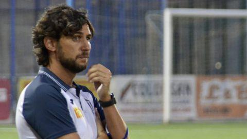 Javi Sánchez, entrenador del Villarrubia CF. Alberto Beamud: Eñe/Tvi Asociación