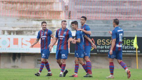 Jugadores de la UD Poblense en un partido contra el RCD Mallorca B   Foto: UD Poblense
