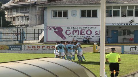 Jugadores del Viveiro celebran un gol