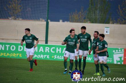 Celebración de un gol del Marchamalo en La Solana. CS Puertollano