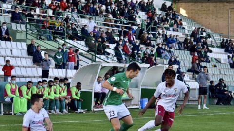 Lance del partido entre Toledo y Atlético Albacete en el Salto del Caballo. Laura Pérez:CD Toledo