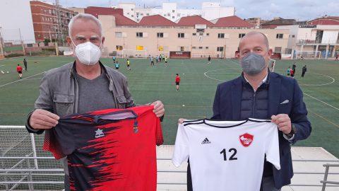 Lars Böcking, presidente de la Fundación Kick Out Plastic, y Xema Soler, presidente del Alboraya UD