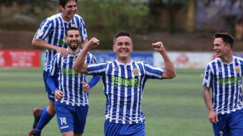Varios jugador del CD Izarra celebrando un gol