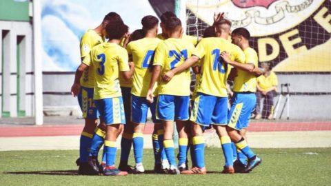Jugadores Las Palmas C festejan gol