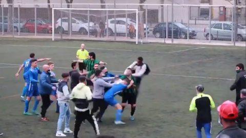 pelea futbol regional cataluña