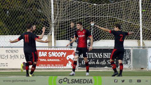 Jugadores Utiel celebran gol contra Quart