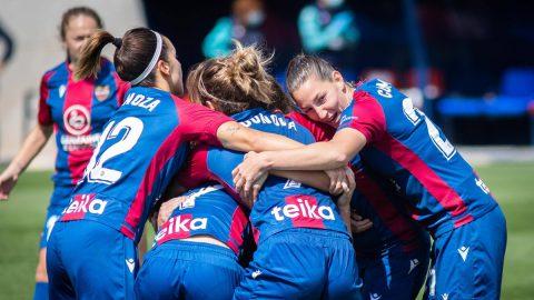 Jugadoras Levante UD Femenino abrazo