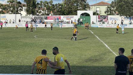 Jugadores AD Lobon en campo del Trujillo