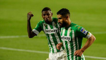 Emerson y Fekir festejan con el Real Betis