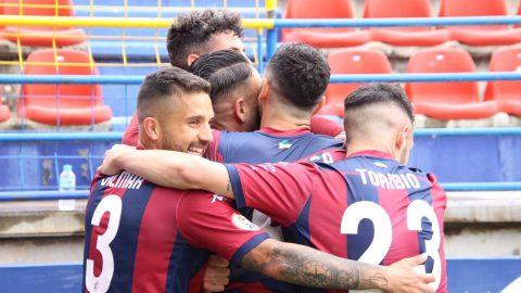 Celebración gol Elías Pérez plantilla