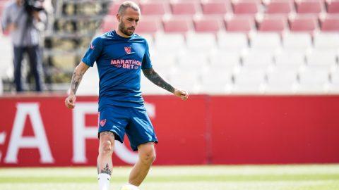 Aleix Vidal durante los entrenamientos del Sevilla