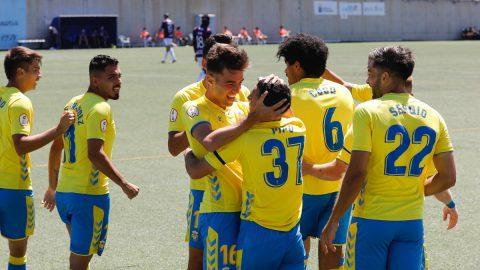 Jugadores Las Palmas Atlético celebran gol