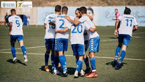 Jugadores de UD Tamaraceite celebran gol
