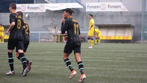 Adnan jugador ED Moratalaz celebración gol