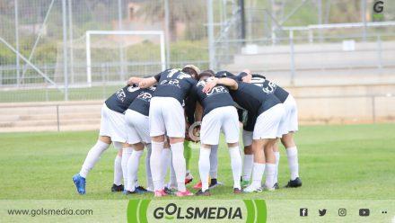 Jugadores UD Castellonense abrazo conjunto