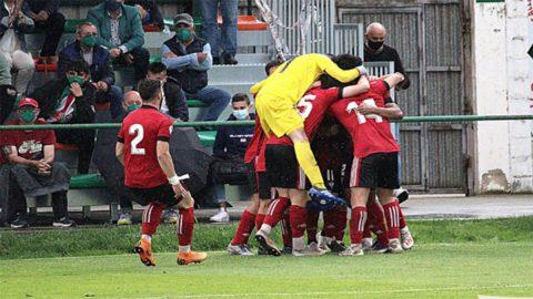 CD Mirandés B celebrando un gol