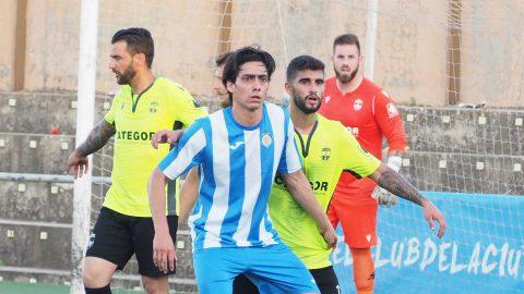 Acción a balón parado del CF Gandía.