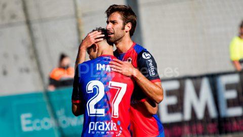 Juan López abraza a Imad
