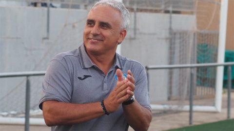 entrenador Lauro Techeira
