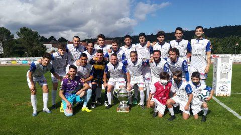 Jugadores CF Noia celebración título