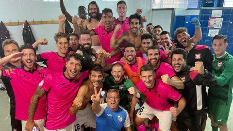 Jugadores CF Nucía celebración victoria