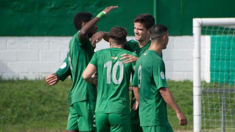 Jugadores SAD Villaverde celebran un gol