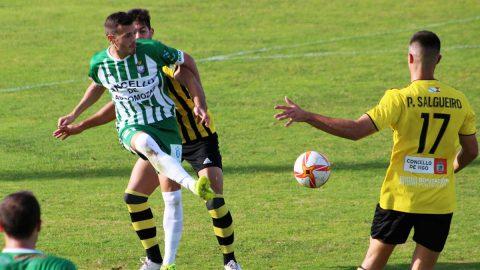 Jesús Cañizares toca el balón